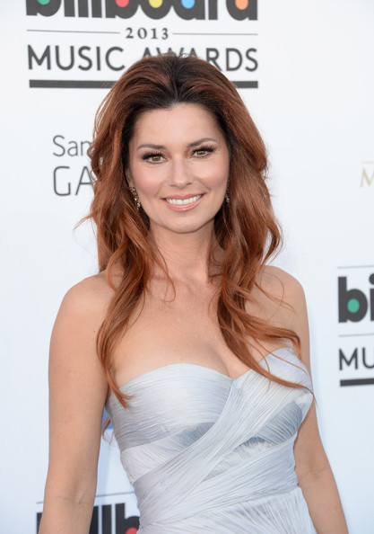 Shania Twain's Naturally Wavy 'Do
