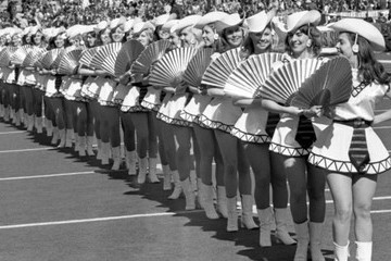 Vintage Photos Reveal The Evolution Of Cheerleaders