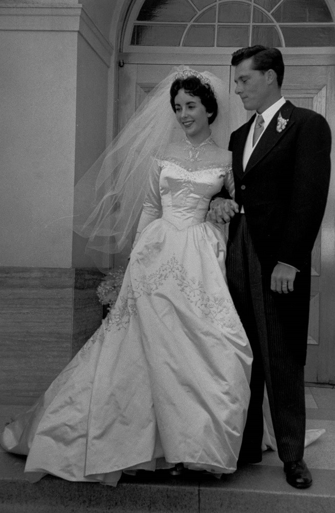 Elizabeth Taylor's First Wedding Dress - 29 Looks That Made Elizabeth Taylor A Fashion Icon - It's Rosy
