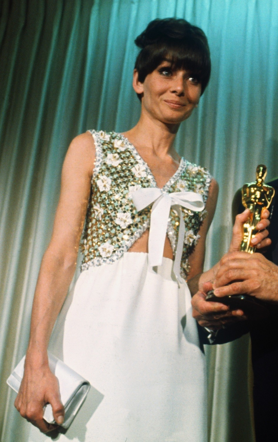 These Old Hollywood Oscar Dresses Will Make You Yearn For The Past It S Rosy