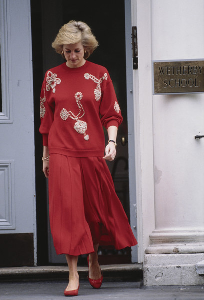 30 times princess diana was ultra casual but ridiculously chic it s rosy 30 times princess diana was ultra